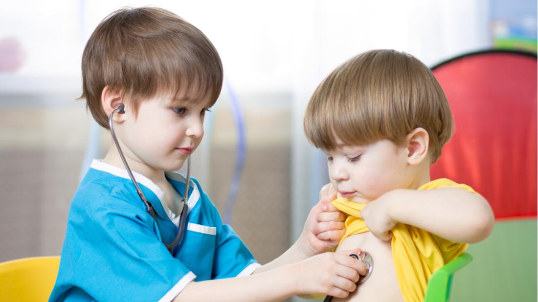 Děti si hrají na doktora