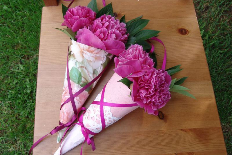 vyrobte_si_ozdobne_kornuty_na_kvetiny.jpg