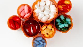 lieky_drogy_vitaminy_istock_000010719584small-352x198.jpg