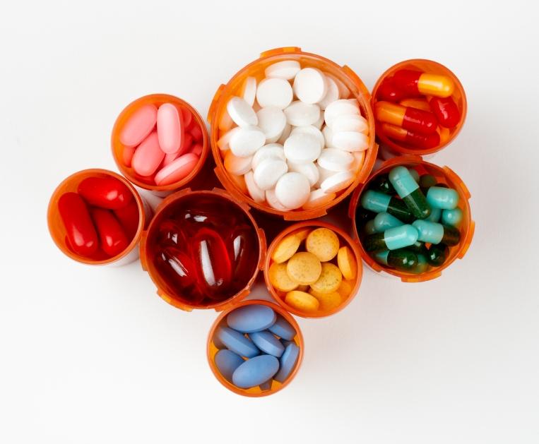 lieky_drogy_vitaminy_istock_000010719584small.jpg