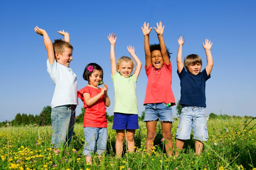 deti-priroda-hra-pohyb-vonku-cvicenie-istock_000013887193.jpg