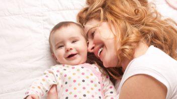 dieta-matka-stessti-usmev-objatie-istock_000016072569-352x198.jpg