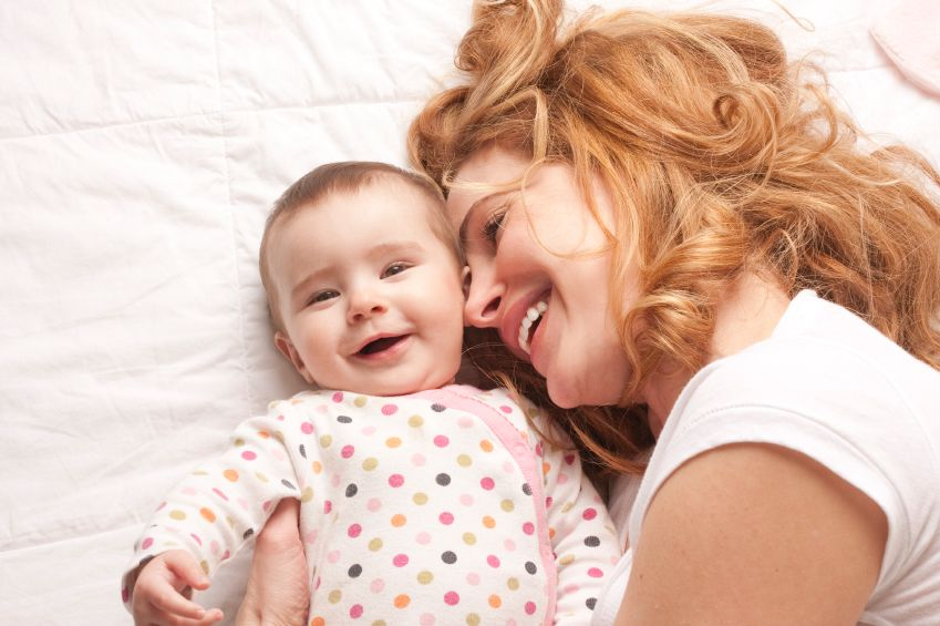 dieta-matka-stessti-usmev-objatie-istock_000016072569.jpg