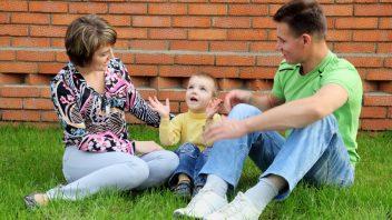 mama-otec-dieta-hovori-istock_000016929987-352x198.jpg