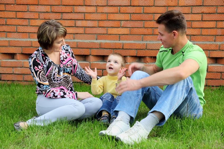 mama-otec-dieta-hovori-istock_000016929987.jpg