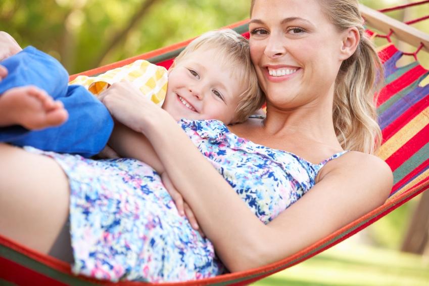 matka-dieta-objati-hojdacia-siet_istock_000024304792.jpg