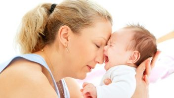 matka-dieta-plac-zufalstva-unava-nestastna-unavena-vycerpania-istock_000017419308-352x198.jpg