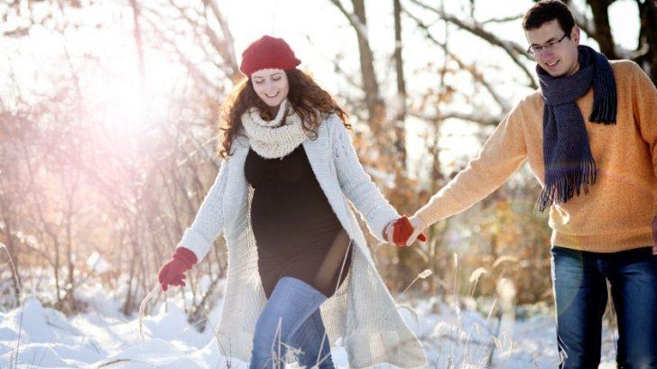 par-tehotenstvo-priroda-zima-sneh-prechadzka_istock_000030418782-728x409.jpg