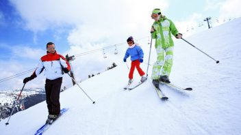 rodina-dieta-sport-lyzovanie-hory-aktivity-istock_000007908584-352x198.jpg