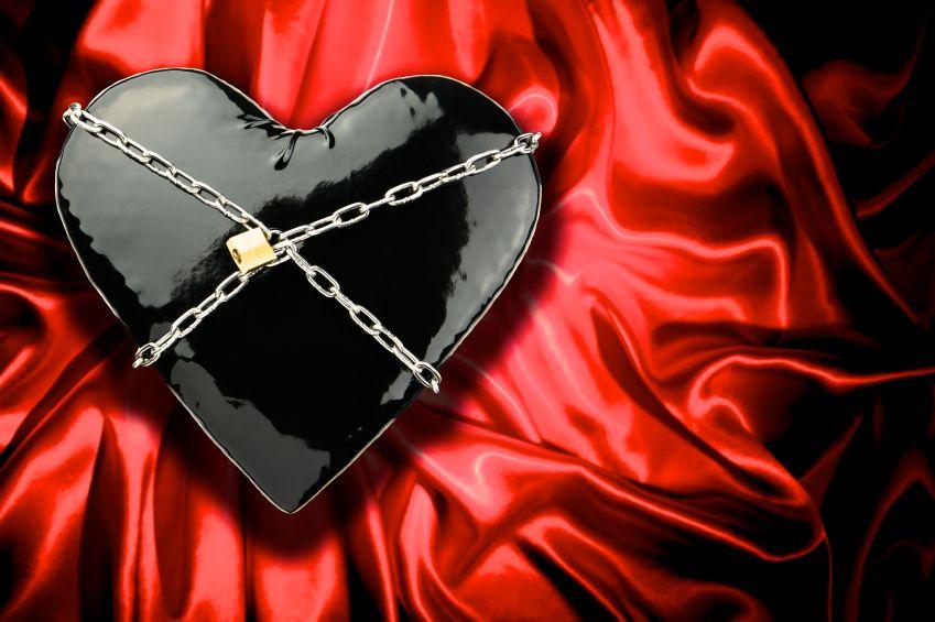 srdce-laska-sado-cervena-cierna-istock_000015465251.jpg