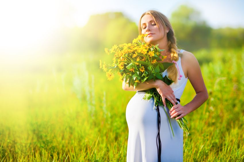 tehotna-kvety-slnko-leto-pohoda-meditacie-klud-istock_000020950132.jpg
