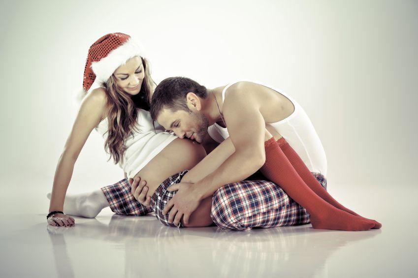 tehotna-zena-muz-par-vianoce_istock_000020057151.jpg
