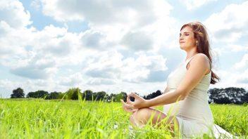 tehotna-zena-priroda-joga-relaxacie-pokoj-istock_000022809066-352x198.jpg