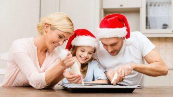 vianoce-rodina-pecenie-cukrovi_istock_000030873726-352x198.jpg