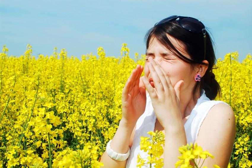 zena-alergia-repka-pole-istock_000015800944.jpg