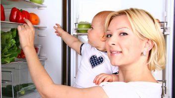 zena-matka-dieta-babatko-chladnicka-ovocie-zelenina-strava-zdravie-istock_000021856725-352x198.jpg