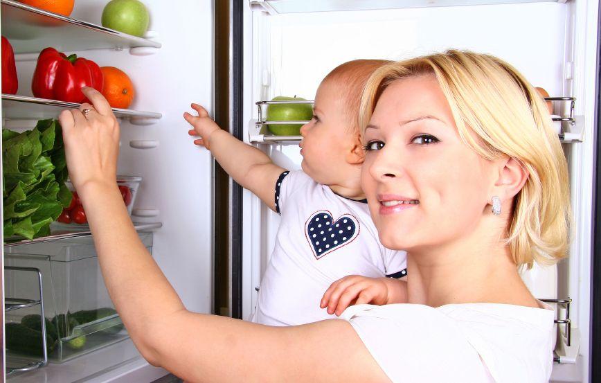 zena-matka-dieta-babatko-chladnicka-ovocie-zelenina-strava-zdravie-istock_000021856725.jpg