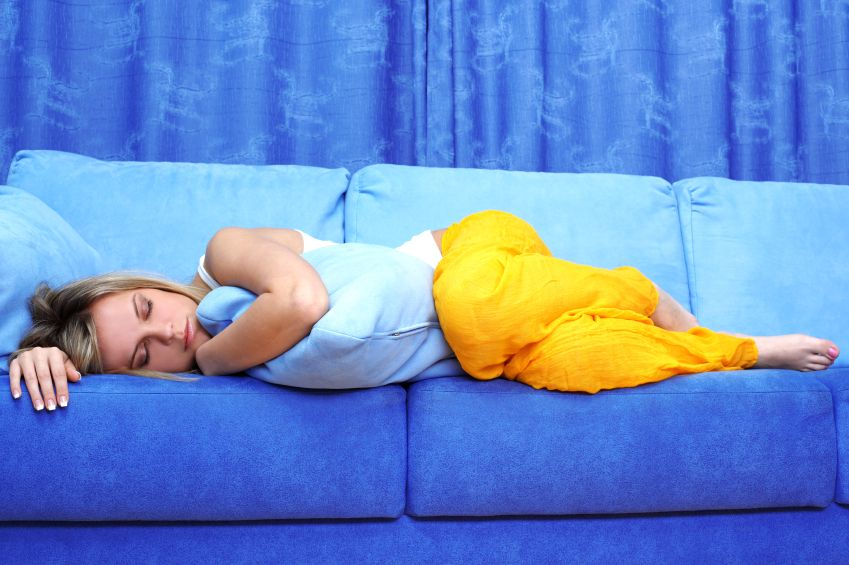 zena-spanok-odpocinok-sedacka-sofa_istock_000014576477.jpg