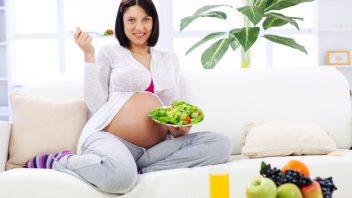 zena-tehotna-zelenina-salat-paradajky-strava-zdrava-vidlicka-pohovka-vyziva-istock_000012594578-352x198.jpg