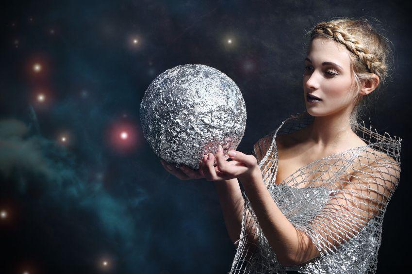 zena-zverokruh-hviezdy-astrologia_istock_000028348960.jpg
