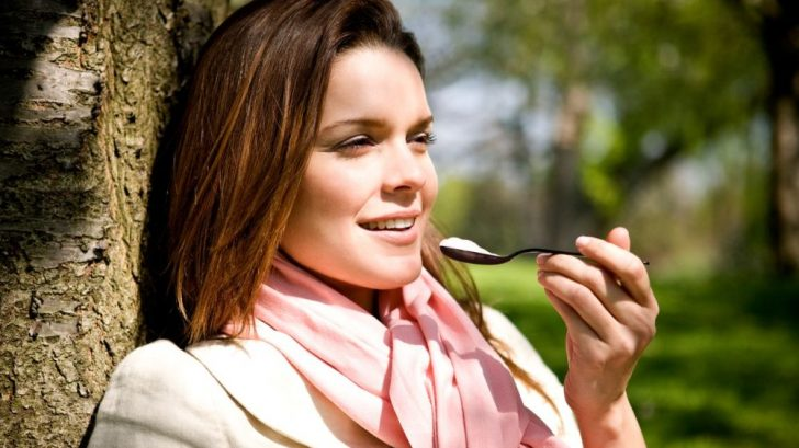 jogurt_zena_laktobacily_probiotika_vyziva_strom_profimedia-0082199284-728x409.jpg